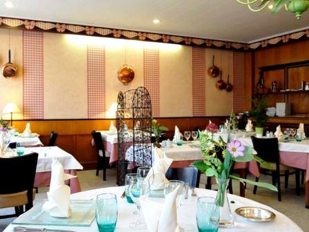 """Restaurant de """"l'hôtel de la Poste"""" à Brioude en Haute-Loire"""