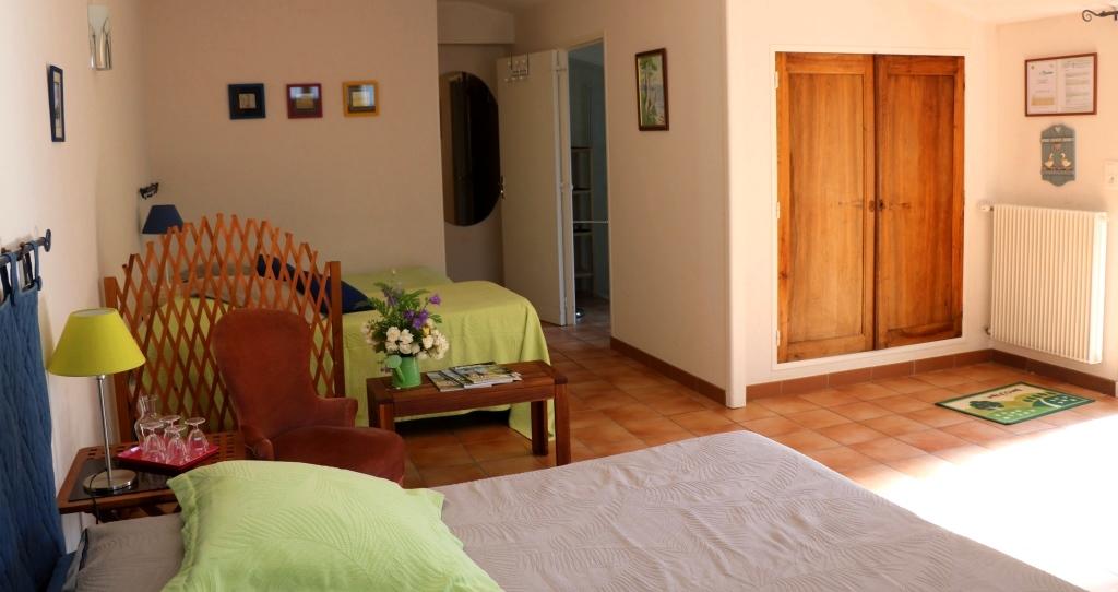 Pervenche : chambre d'hôtes familiale de La Béalière en Auvergne