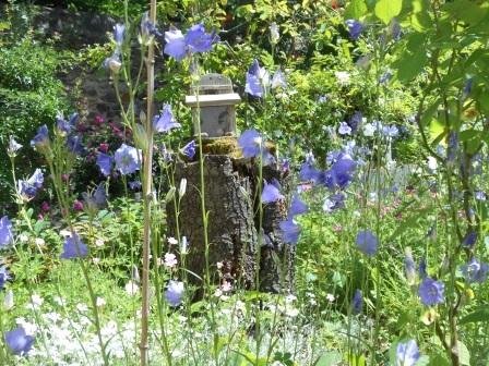 Chambres d'hôtes en Auvergne : proche A75 avec jardin